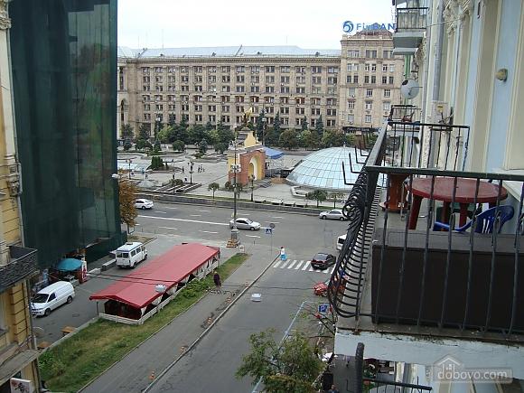 Colorful apartment on Maidan Nezalezhnosti square, Two Bedroom (61410), 014
