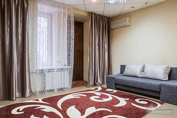 Красива квартира в самому центрі, 2-кімнатна (83859), 002