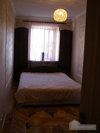 Квартира возле станции метро 23 Августа, 2х-комнатная (97313), 002