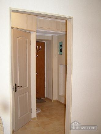 Квартира возле станции метро 23 Августа, 2х-комнатная (97313), 011