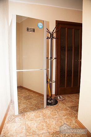 Апартаменты в тихом центре, 2х-комнатная (74226), 005