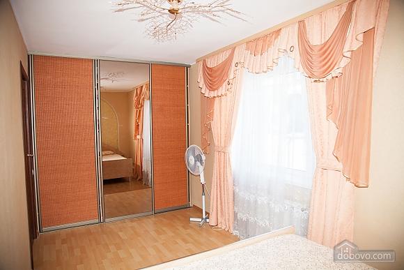Апартаменты в тихом центре, 2х-комнатная (74226), 008