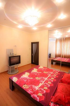 Квартира на Пантелеймонівській, 3-кімнатна, 002