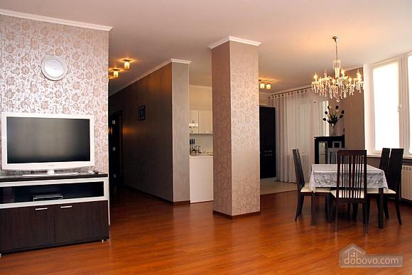 Apartment near IEC and Livoberezhna metro station, Dreizimmerwohnung (80642), 004
