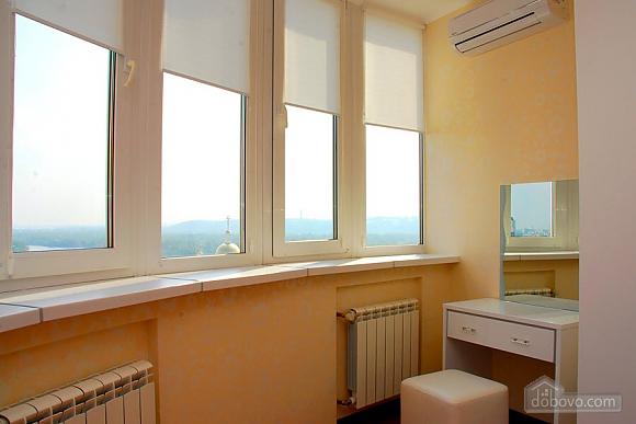 Apartment near IEC and Livoberezhna metro station, Dreizimmerwohnung (80642), 011
