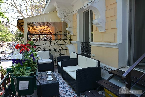 Apartment with a terrace on Deribasovskaya, Studio (36216), 001