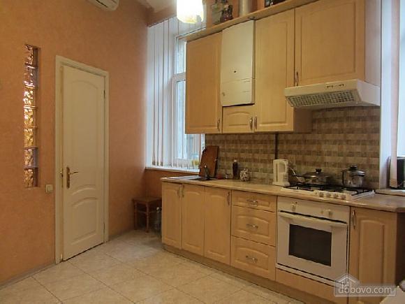 Затишна квартира біля Дерибасівської та Міського саду, 1-кімнатна (16287), 002