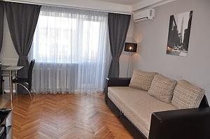 Nice apartment next to Pechersk, One Bedroom, 001