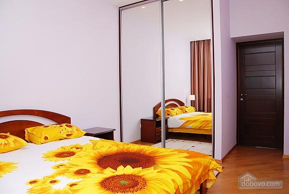 Квартира на Майдані Незалежності, 3-кімнатна (37587), 002