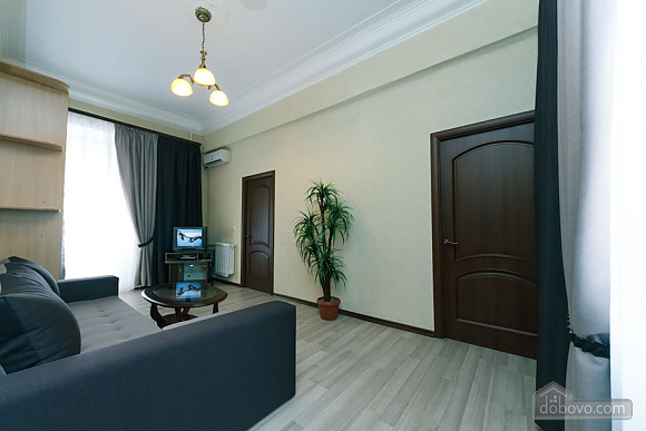 Квартира на Майдані Незалежності, 3-кімнатна (38378), 001