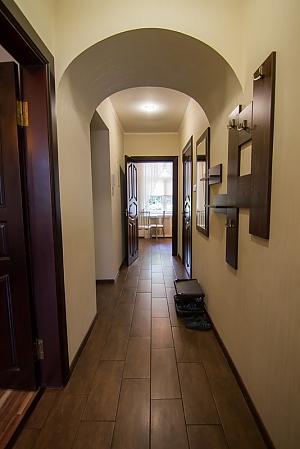 Luxury apartment near the the metro Palats Ukraina, One Bedroom, 010