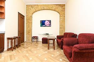 Прекрасна квартира в центрі, 2-кімнатна, 003