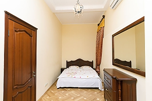 Прекрасна квартира в центрі, 2-кімнатна, 001
