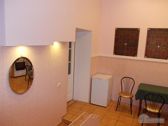 Квартира поряд із проспектом Свободи, 1-кімнатна (52839), 005