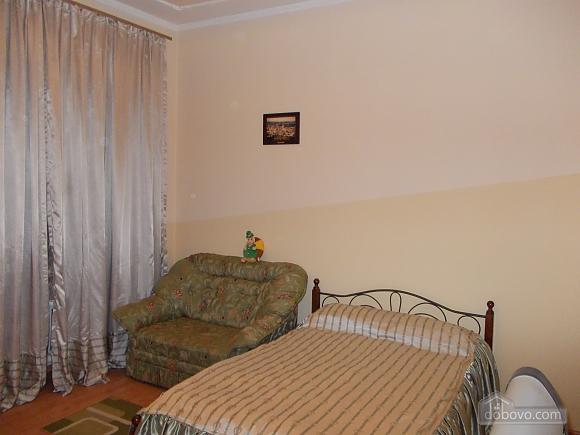 Квартира поряд із проспектом Свободи, 1-кімнатна (52839), 003