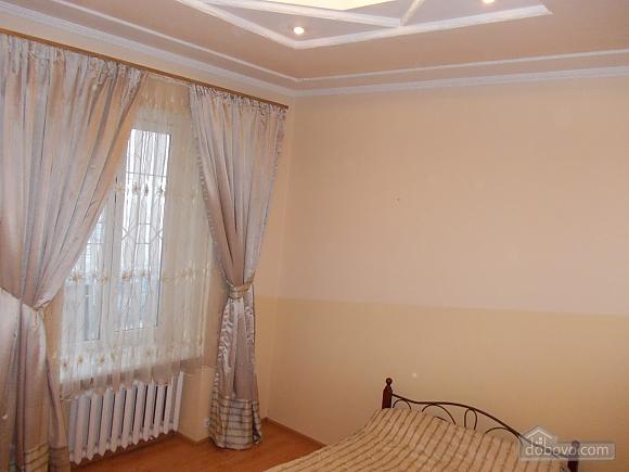 Квартира поряд із проспектом Свободи, 1-кімнатна (52839), 001