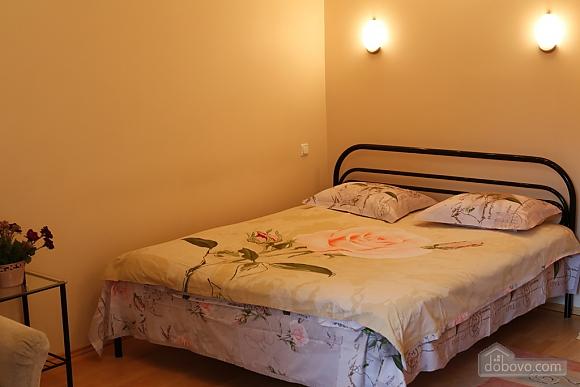Квартира в бузкових кольорах з балконом, 1-кімнатна (12713), 001