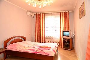 Apartment in Obolonskyi district, Studio, 001