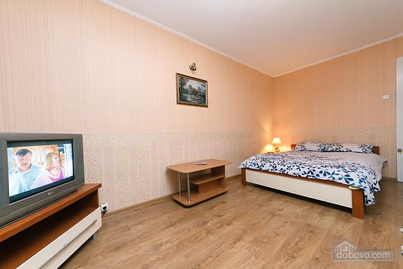 Доглянута чиста квартира біля метро, 1-кімнатна (36759), 002