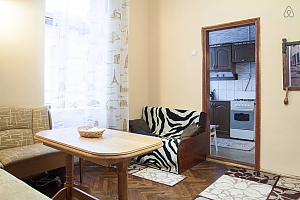 The apartment is in the style of old Lviv, Zweizimmerwohnung, 004