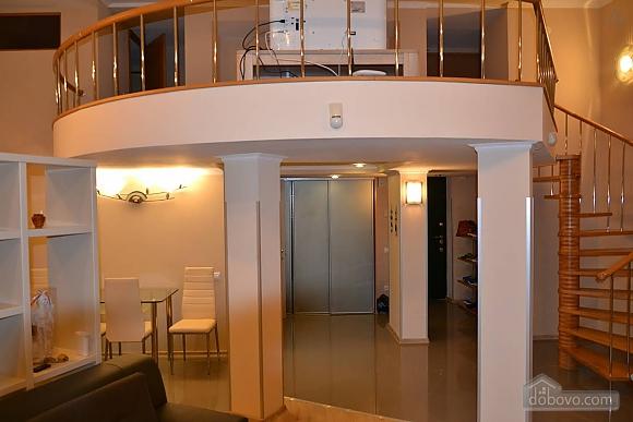 Двухуровневая квартира на Бесарабке, 3х-комнатная (23774), 002