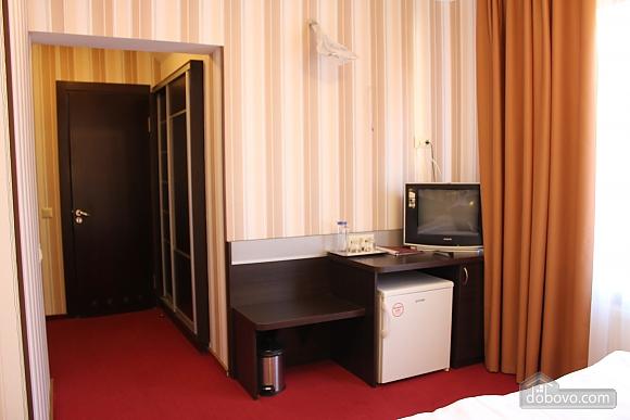 The hotel room, Studio (45896), 003