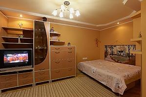 Затишна і тепла квартира у центрі, 1-кімнатна, 001