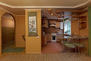 Затишна і тепла квартира у центрі, 1-кімнатна, 003