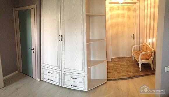Квартира с дизайнерским ремонтом, 1-комнатная (21446), 002