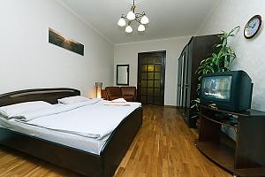 Huge apartment on the central street, Fünfzimmerwohnung, 004