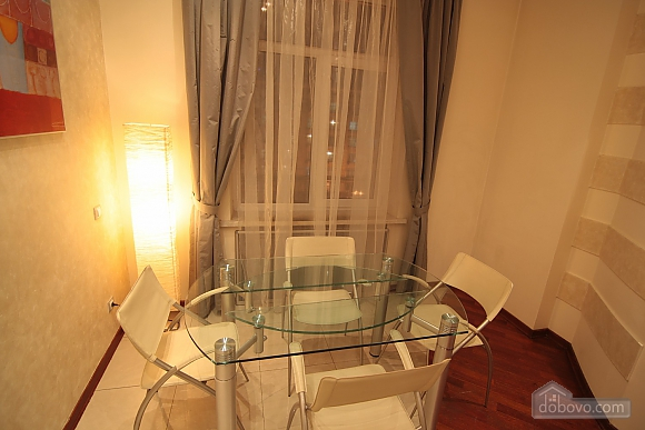 Huge apartment on the central street, Quatre chambres (28003), 007