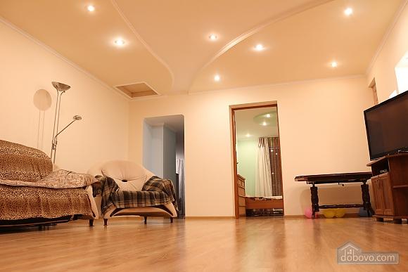 Квартира в центрі міста з терасою, 3-кімнатна (64665), 001