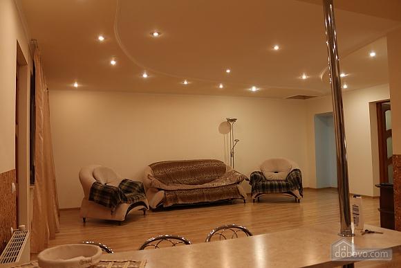 Квартира в центрі міста з терасою, 3-кімнатна (64665), 002