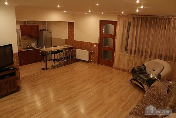 Квартира в центрі міста з терасою, 3-кімнатна (64665), 003