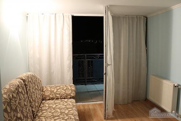 Квартира в центрі міста з терасою, 3-кімнатна (64665), 006