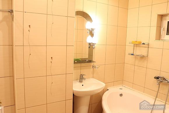 Квартира в центрі міста з терасою, 3-кімнатна (64665), 009