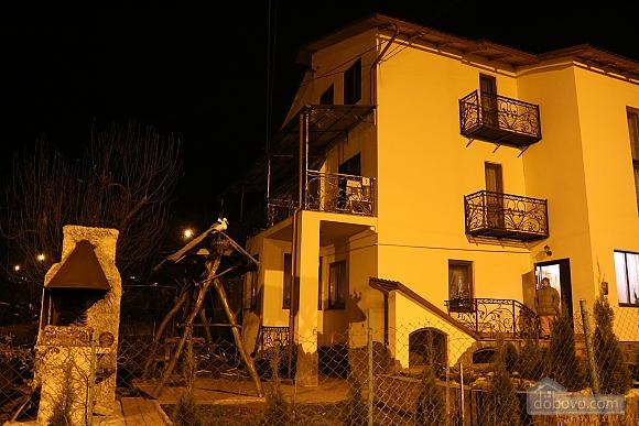 Квартира в центрі міста з терасою, 3-кімнатна (64665), 011