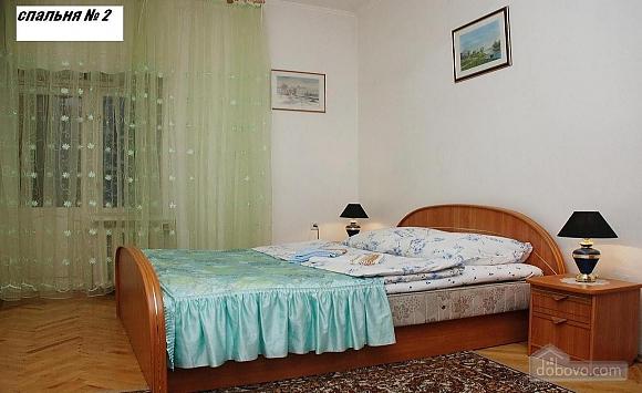 Простора квартира біля Ботанічного саду, 3-кімнатна (49042), 005