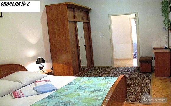 Простора квартира біля Ботанічного саду, 3-кімнатна (49042), 006