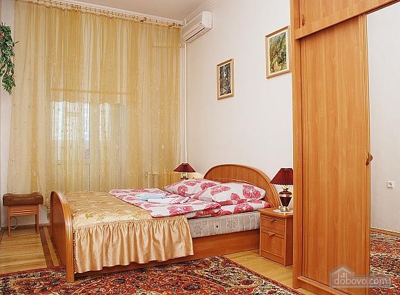 Простора квартира біля Ботанічного саду, 3-кімнатна (49042), 004