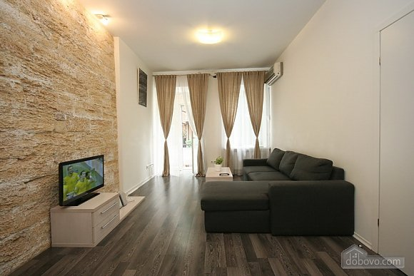 Comfortable stylish centrally located apartment, One Bedroom (53734), 002