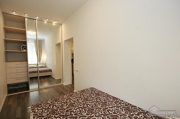 Comfortable stylish centrally located apartment, One Bedroom (53734), 005