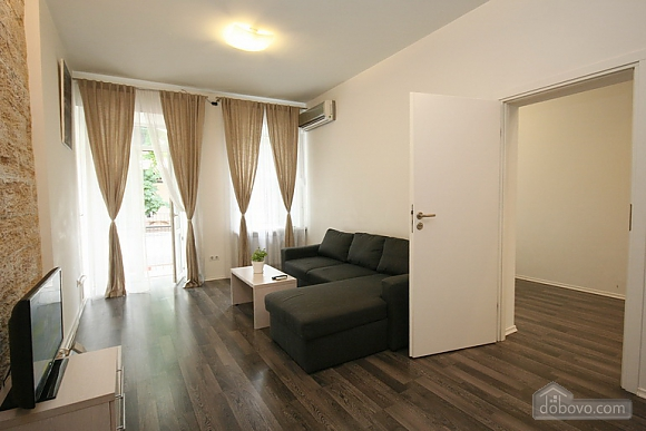 Comfortable stylish centrally located apartment, One Bedroom (53734), 007