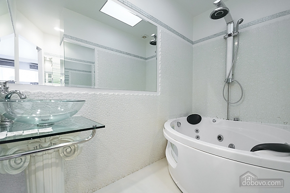 White spacious one-bedroom apartment with kitchen and jaсuzzi, One Bedroom (68634), 005