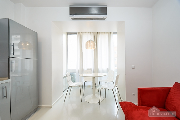 White spacious one-bedroom apartment with kitchen and jaсuzzi, One Bedroom (68634), 009