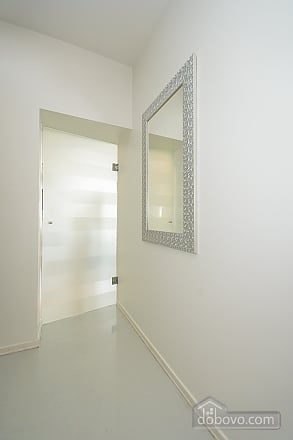 White spacious one-bedroom apartment with kitchen and jaсuzzi, One Bedroom (68634), 011