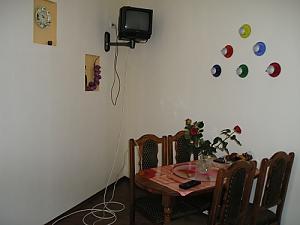 Гарна квартира біля метро, 1-кімнатна, 007