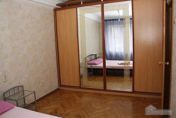 Spacious apartment near the metro, Tre Camere (14280), 002