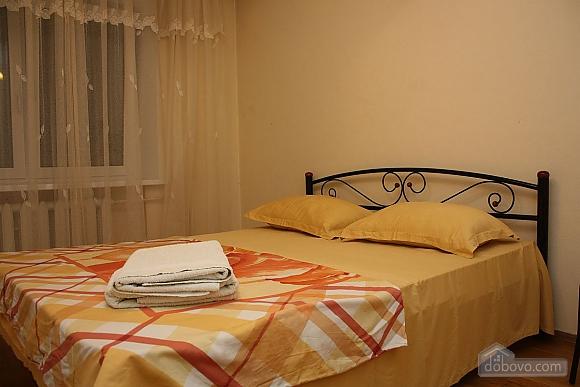 Spacious apartment near the metro, Tre Camere (14280), 003