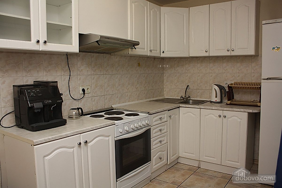 Spacious apartment near the metro, Tre Camere (14280), 005